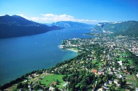 File:Aix-les-Bains et le lac du Bourget par JP Francoz.jpg
