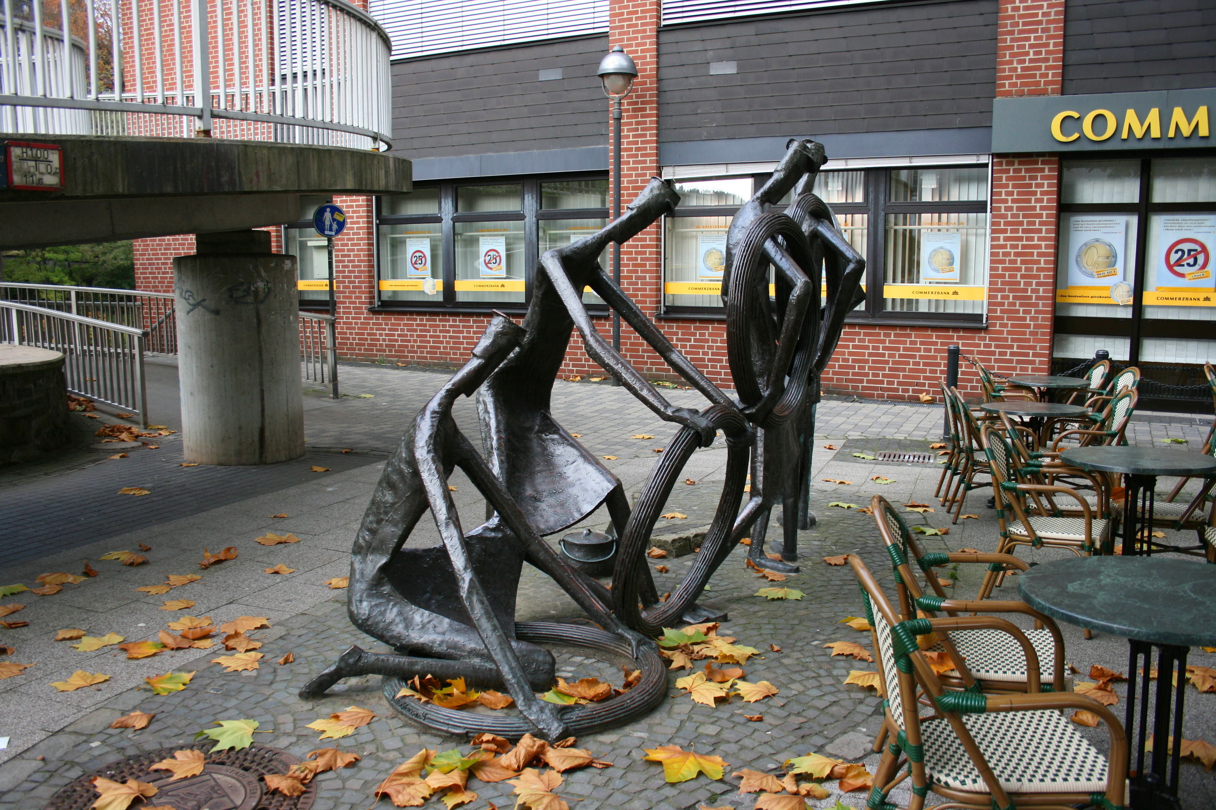 File:Altena - Jägerplatz - Drahtzieher 02 ies.jpg - Wikimedia Commons