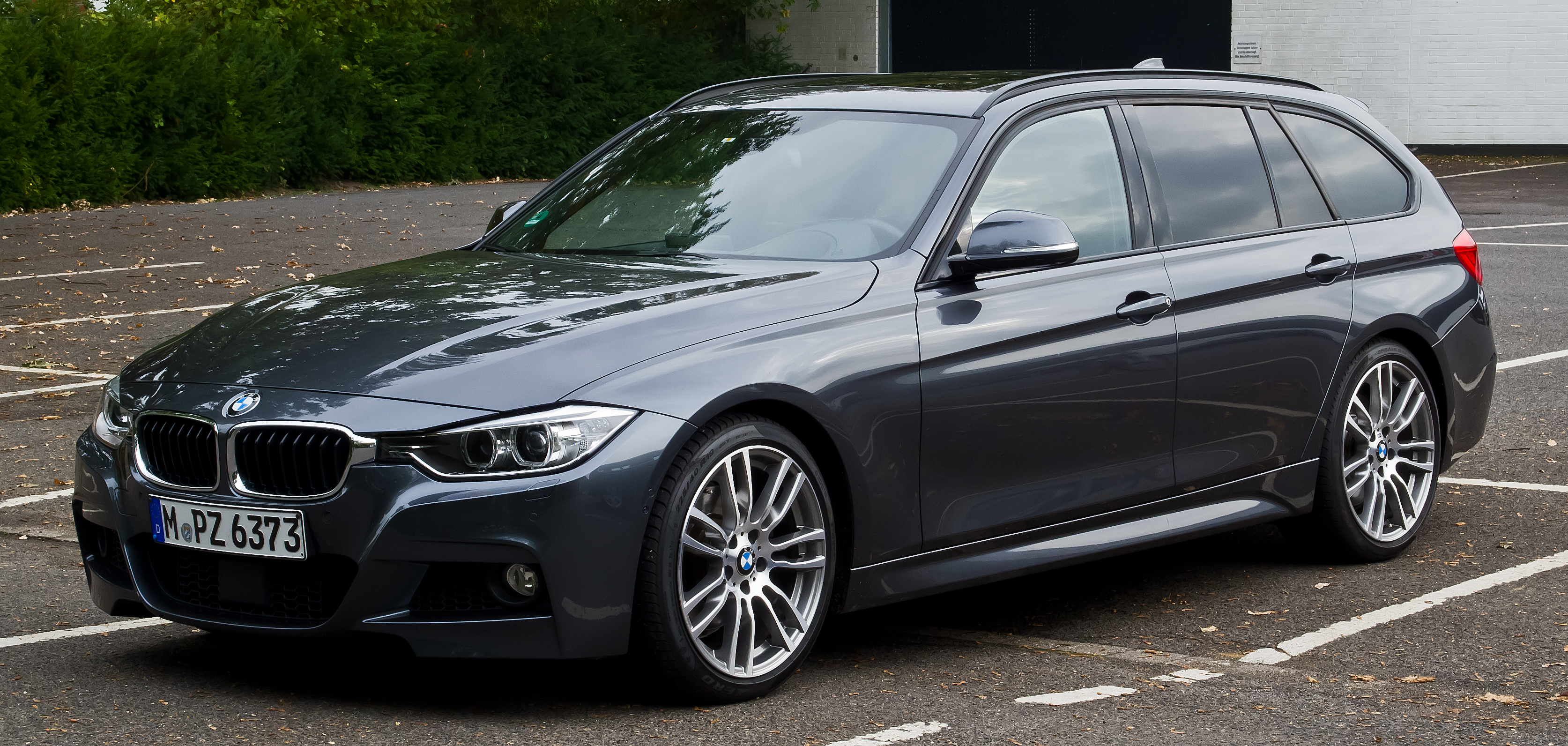 datei bmw 330d touring m sportpaket f31 frontansicht 5 oktober 2013 m wikipedia. Black Bedroom Furniture Sets. Home Design Ideas