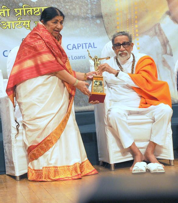 FileBal Thackeray And Lata Mangeshkar At 70th Master Dinanath Awards 6