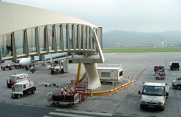 Aeroporto Bilbao : File bilbao airport finger g wikimedia commons