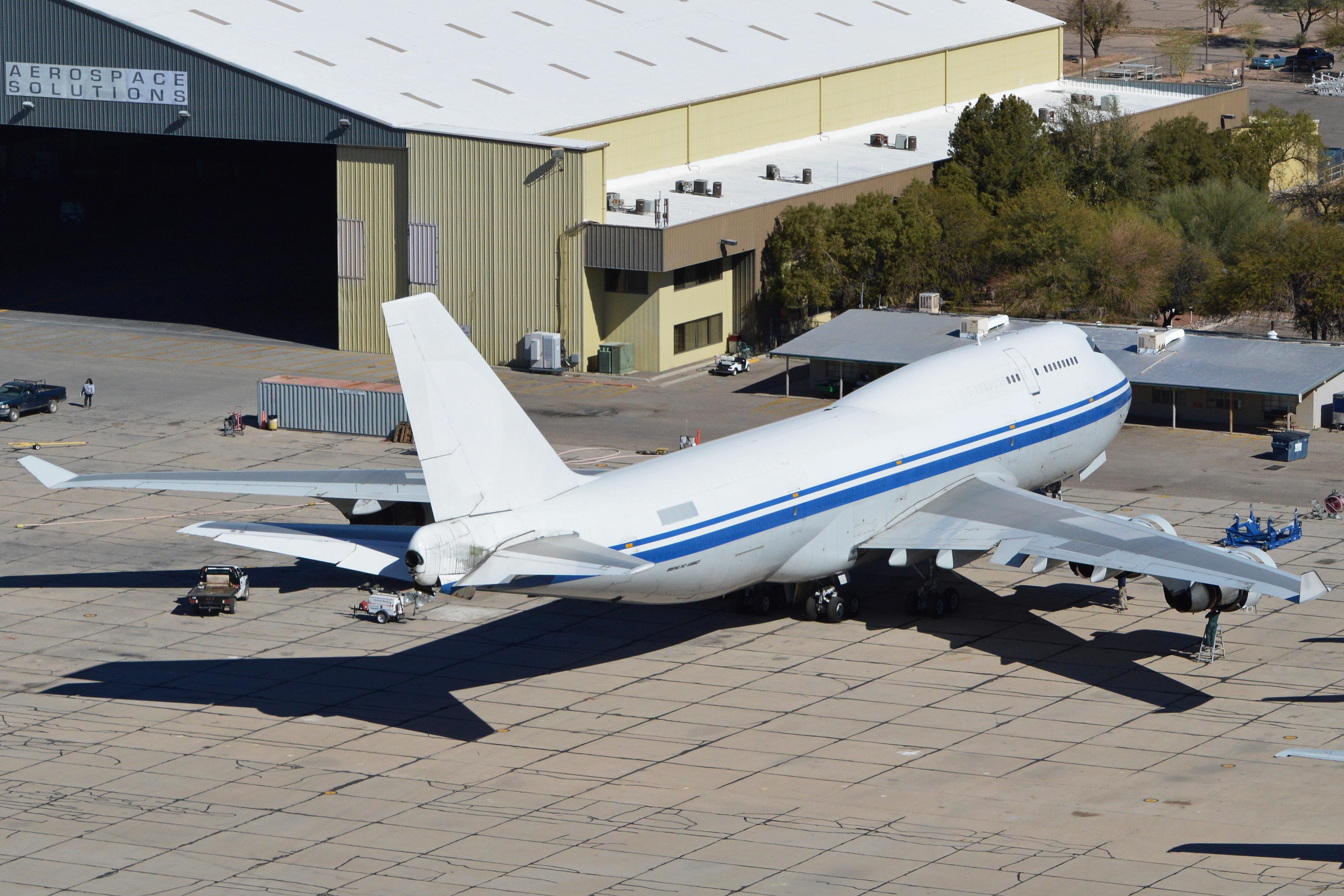 File:Boeing 747-4J6 SCD (B-2456) (13625250043).