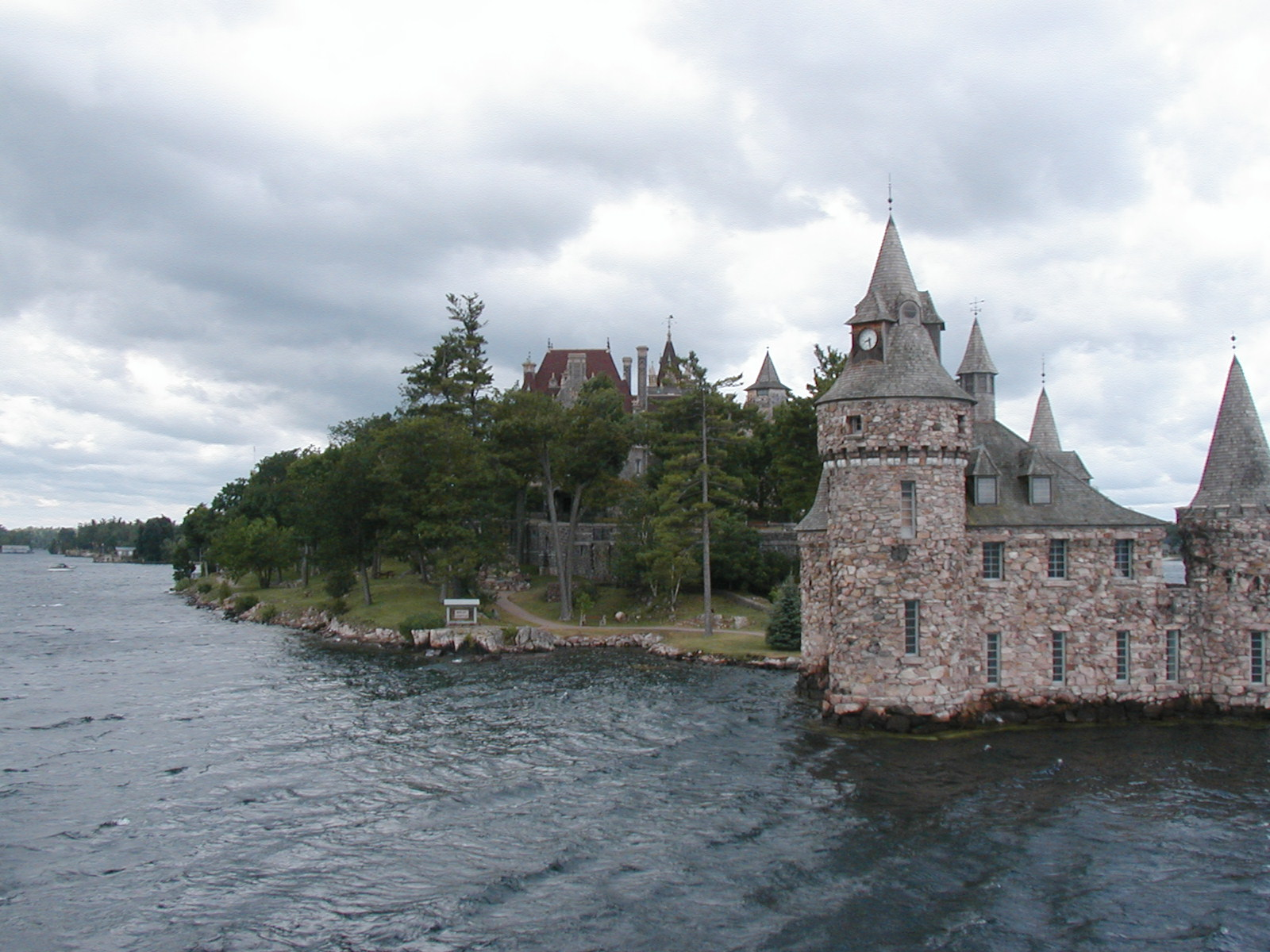 File Boldt Castle Jpg Wikimedia Commons
