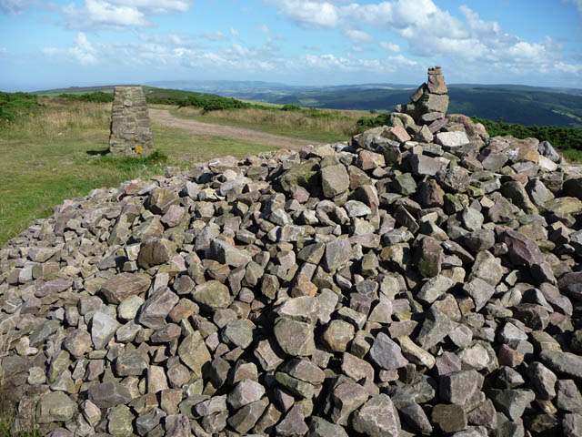 Cairn and trig pillar on Selworthy Beacon - geograph.org.uk - 1716628