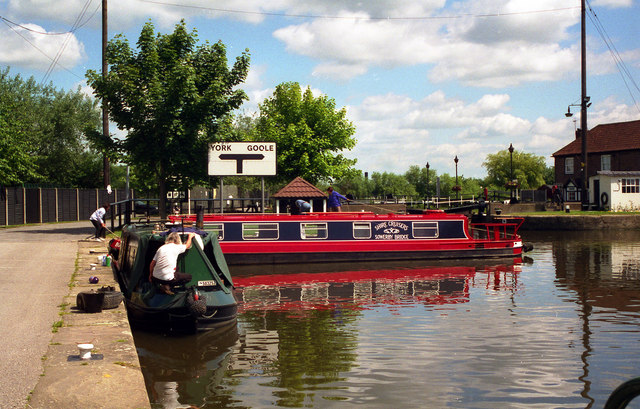 Canal Basin, Selby - geograph.org.uk - 827628