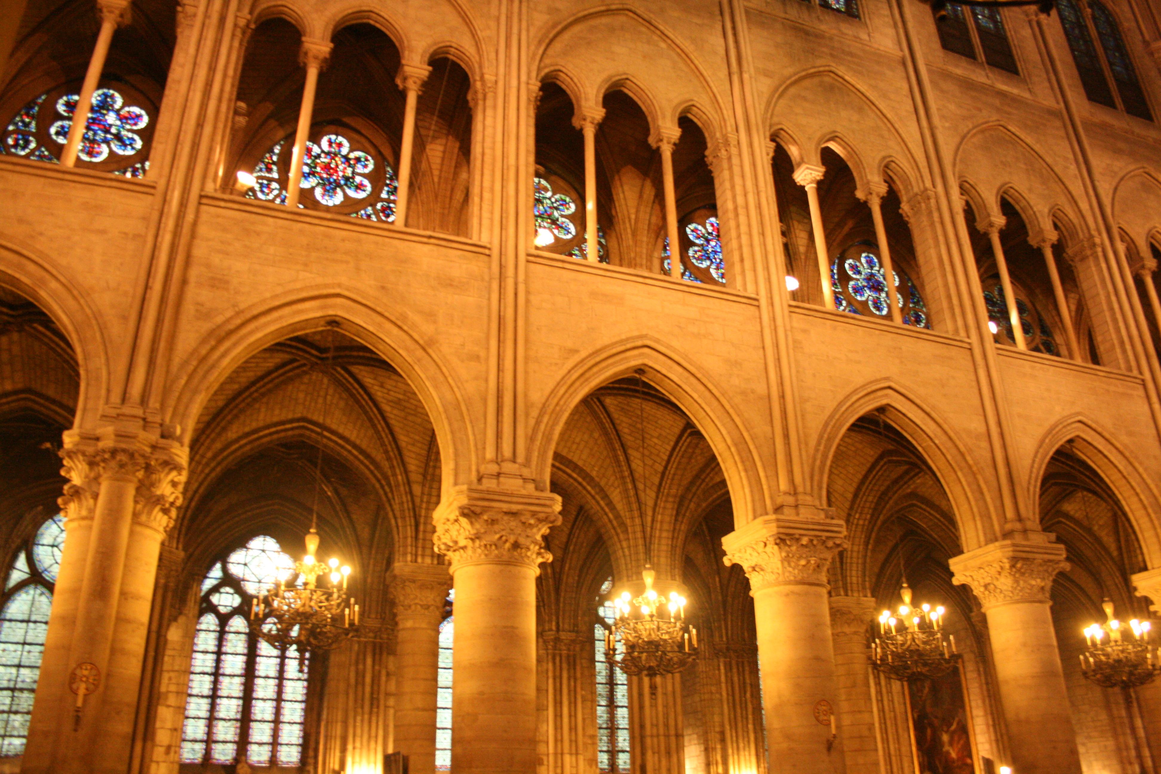 File catedral de notre dame wikimedia commons for Catedral de durham interior