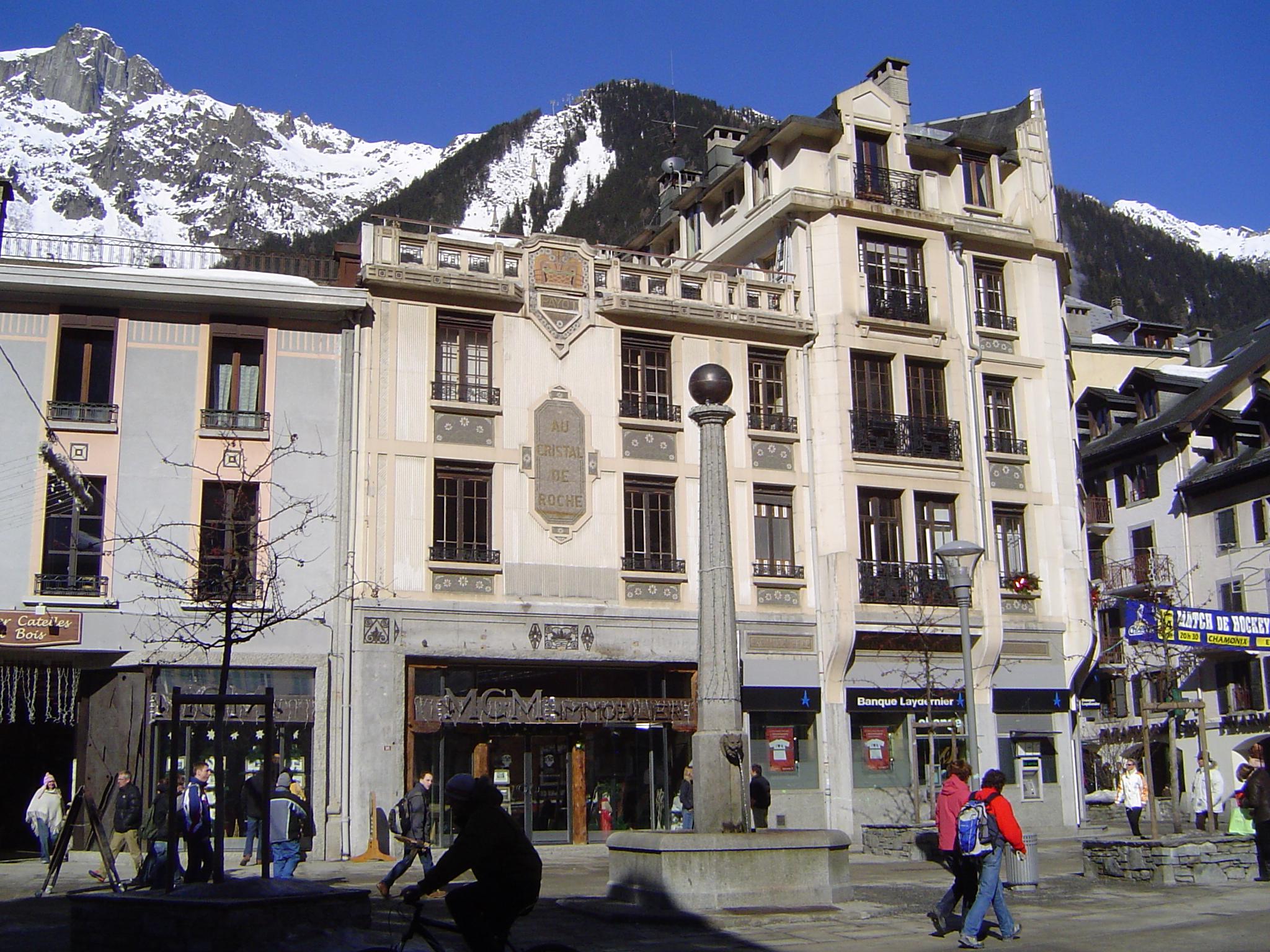 File chamonix centre ville jpg wikimedia commons for Piscine de chamonix