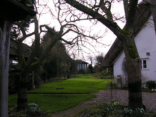 File:Cottage opposite the footpath - geograph.org.uk - 339802.jpg