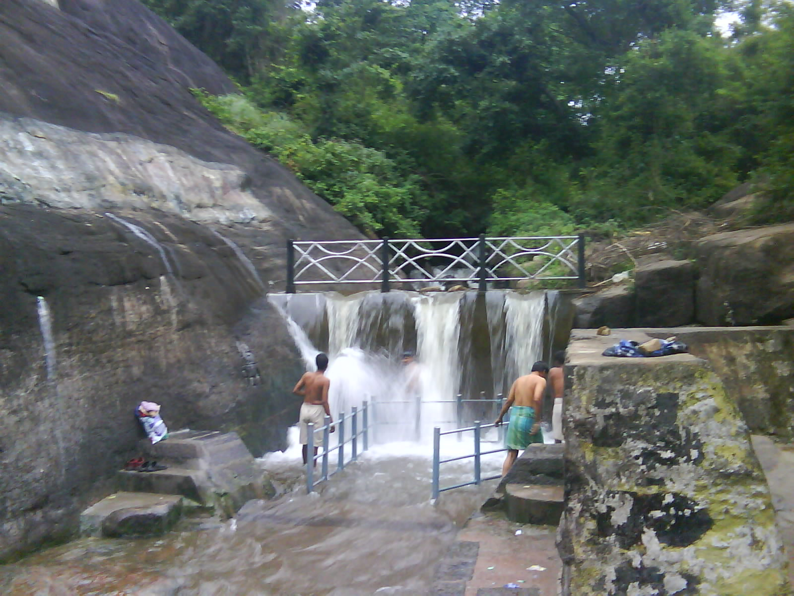 Courtallam India  city photos gallery : Courtallam Tiger falls Wikimedia Commons