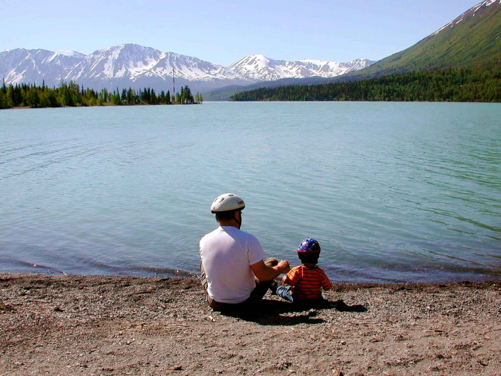 file fathers day father with kid on lake jpg wikimedia commons