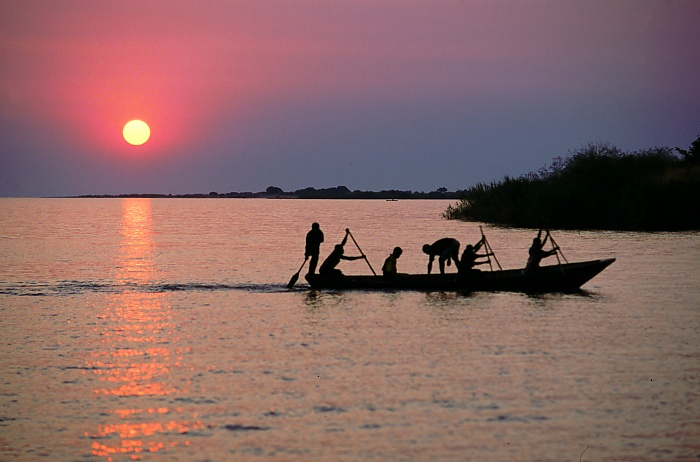 File:Fisherman on Lake Tanganyika.jpg - Wikipedia, the free ...