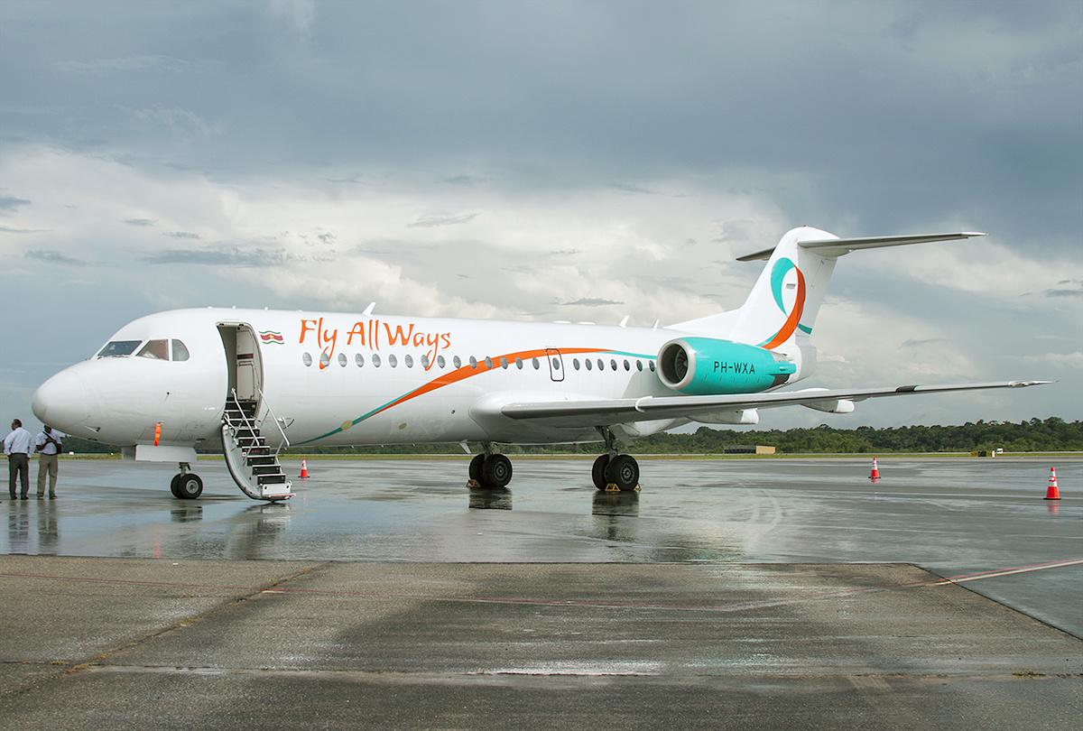 https://upload.wikimedia.org/wikipedia/commons/8/81/Fly_All_Ways_Fokker_F70_at_Paramaribo_Airport.jpg