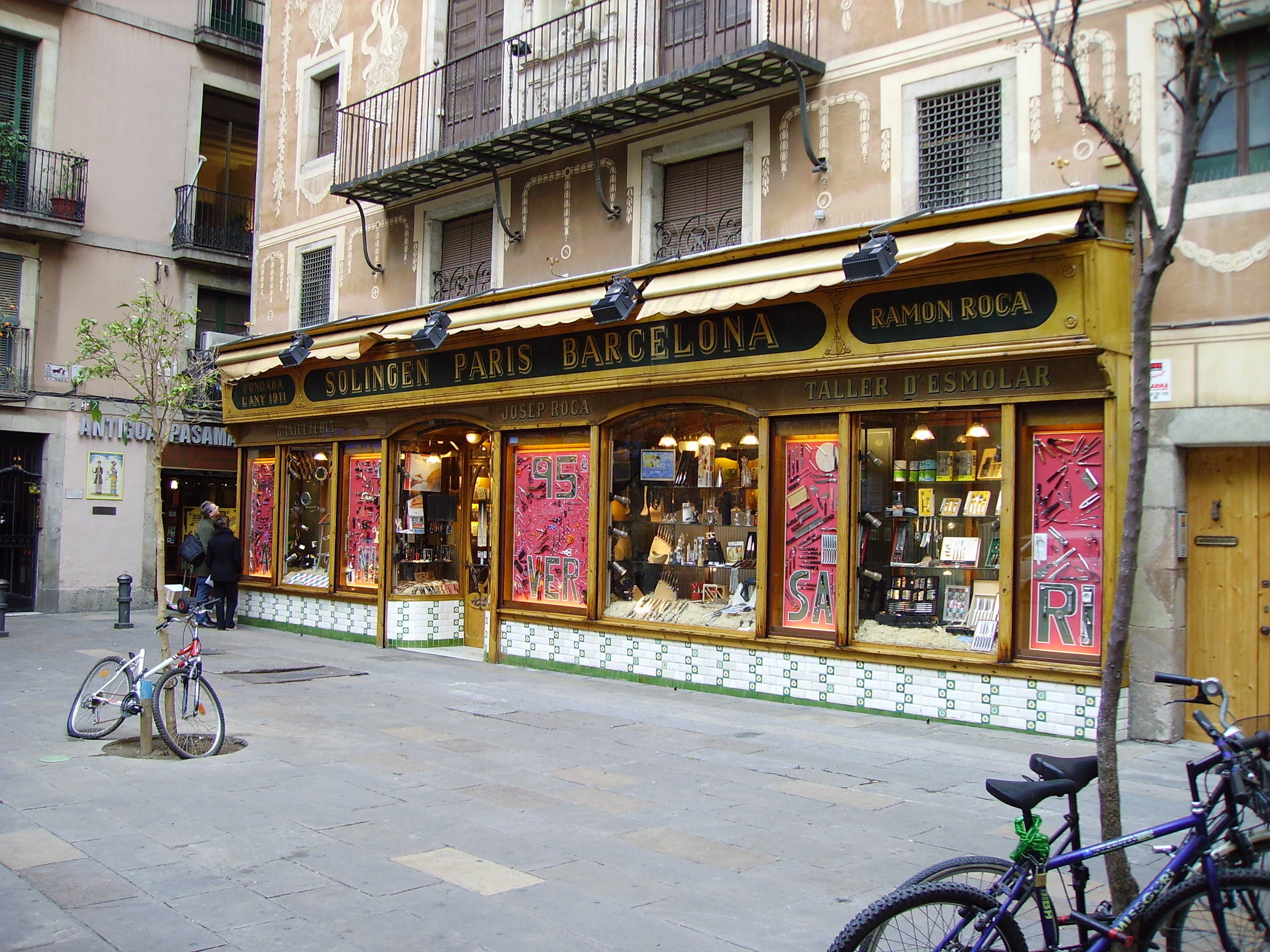 Roca barcelona restaurants roca moo y roca bar barcelona for Roca barcelona