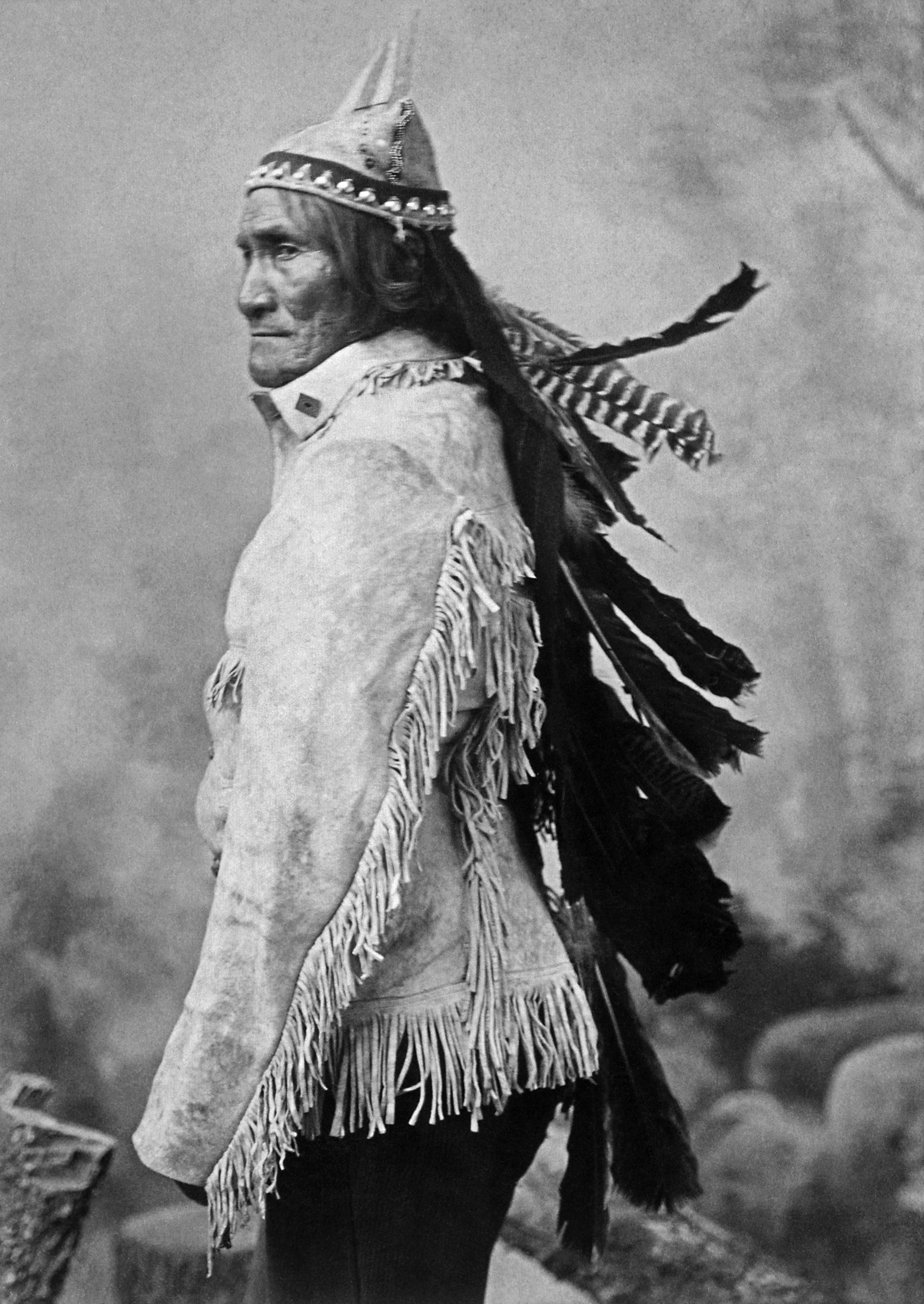 File:<b>Geronimo</b> (From L. D. Greene Album) - NARA - 533082restoredh.jpg