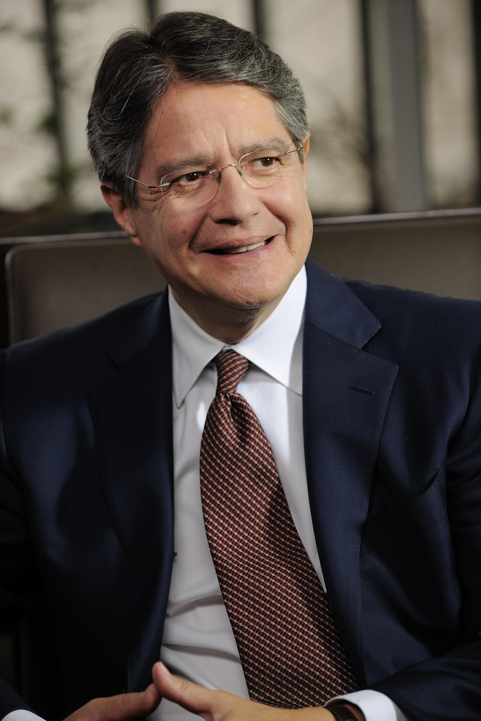 Guillermo Lasso perfil vertical.jpg