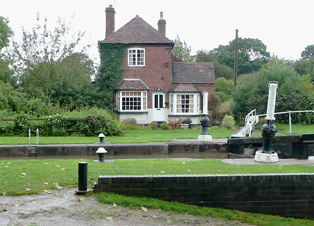 Hatton Top Lock and cottage, Warwickshire - geograph.org.uk - 1753124