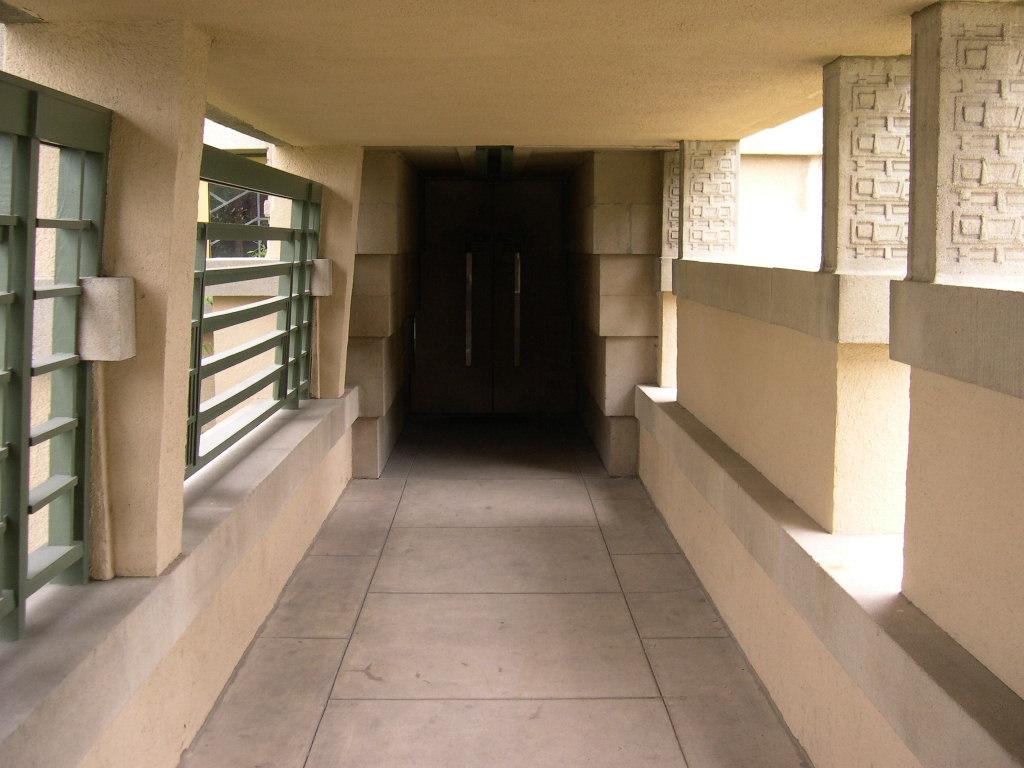 File:Hollyhock House entrance.JPG - Wikimedia Commons