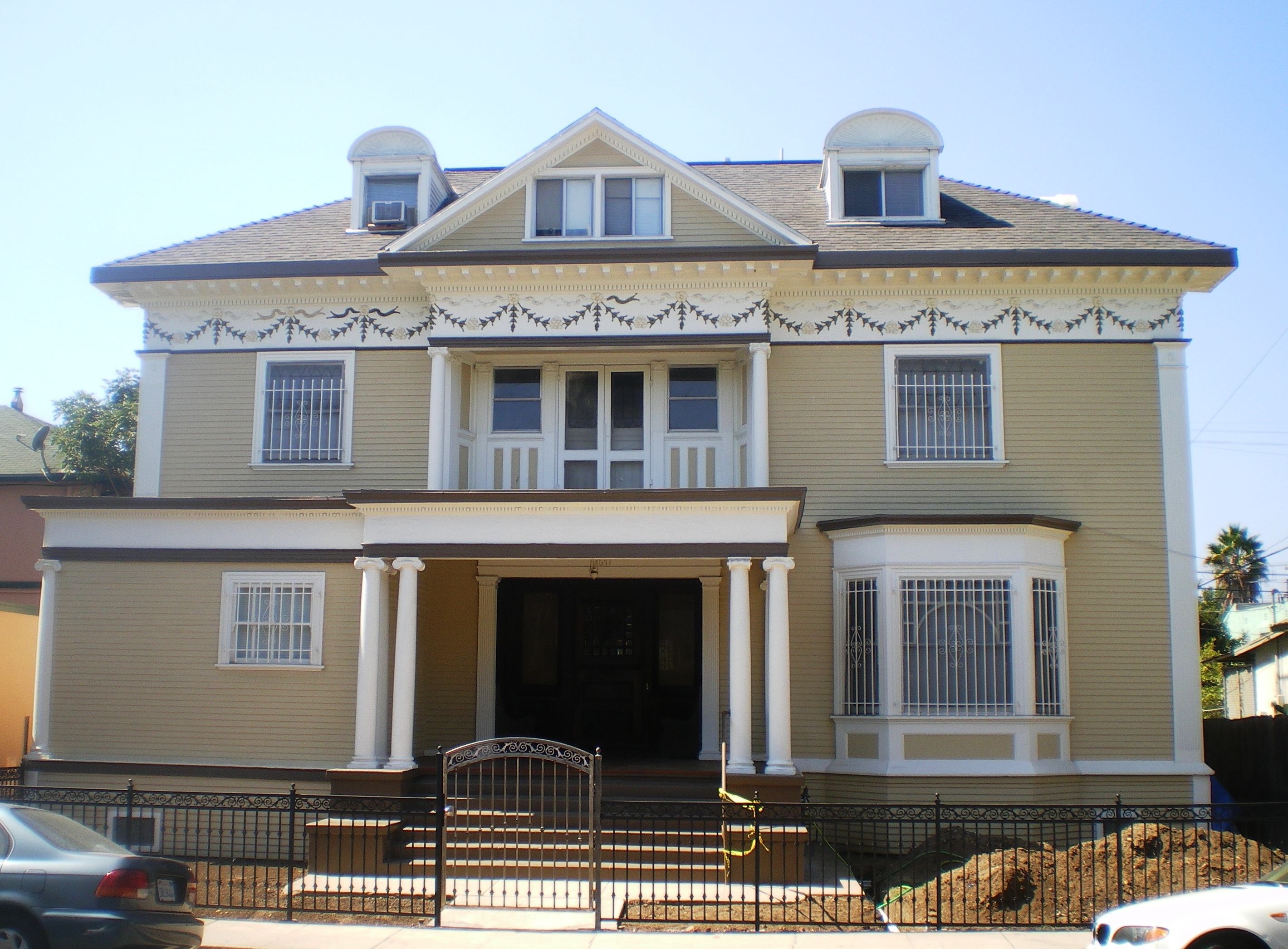 File:House at 2671 Magnolia Ave., Los Angeles.jpg