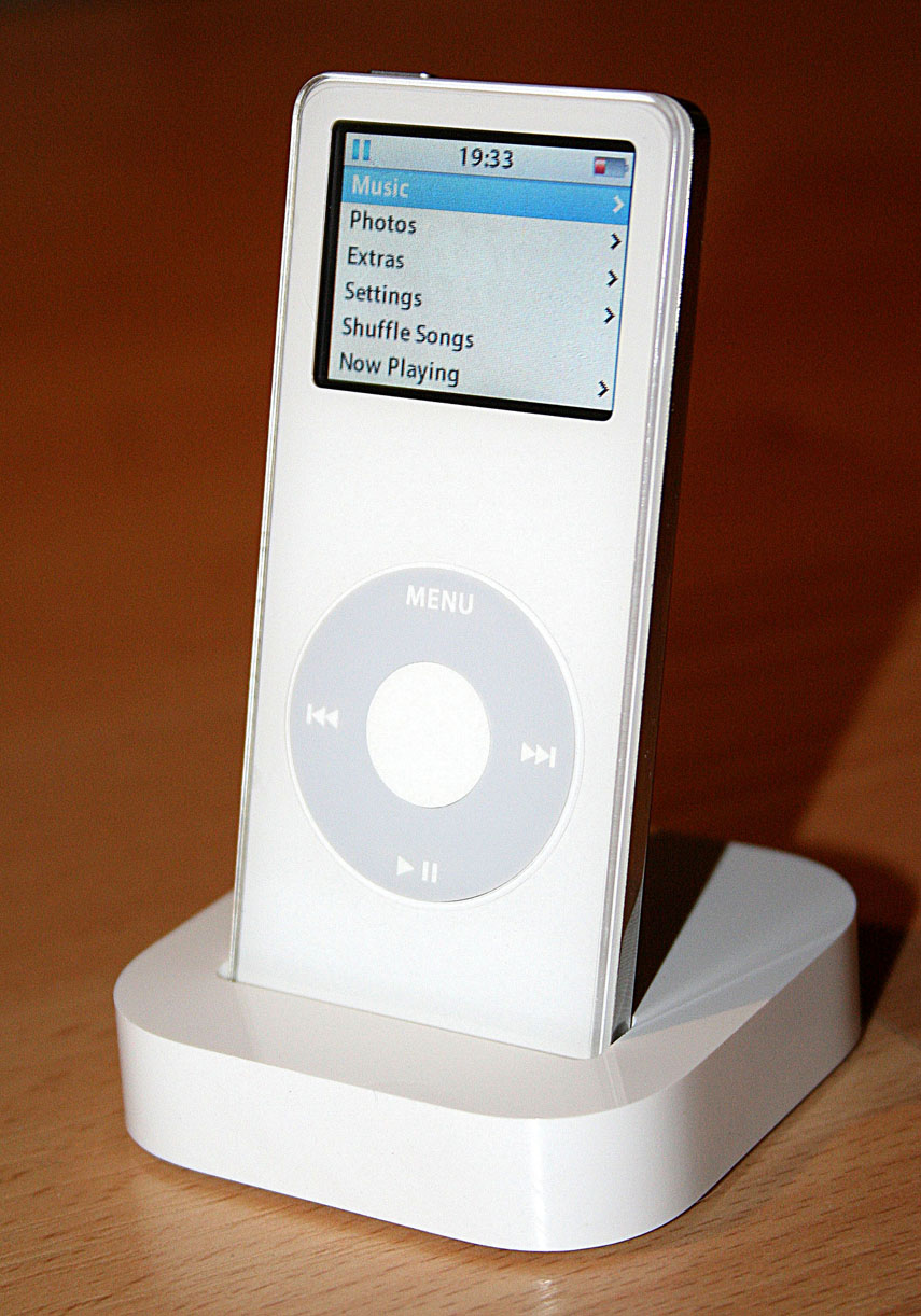 IPod_Nano_in_its_Dock.jpg