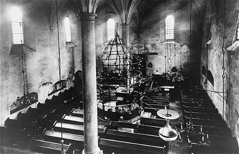 Intérieur de la Vieille Synagogue de Cracovie avant la seconde guerre mondiale.