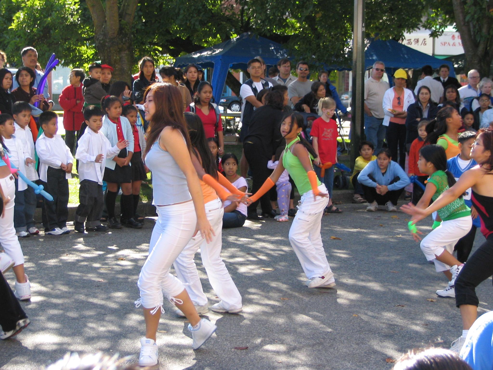 filekensingtoncedar cottage multicultural festival 2004