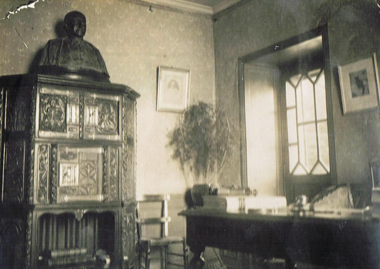 File le bureau de louis duchesne dans sa maison de la cité d aleth
