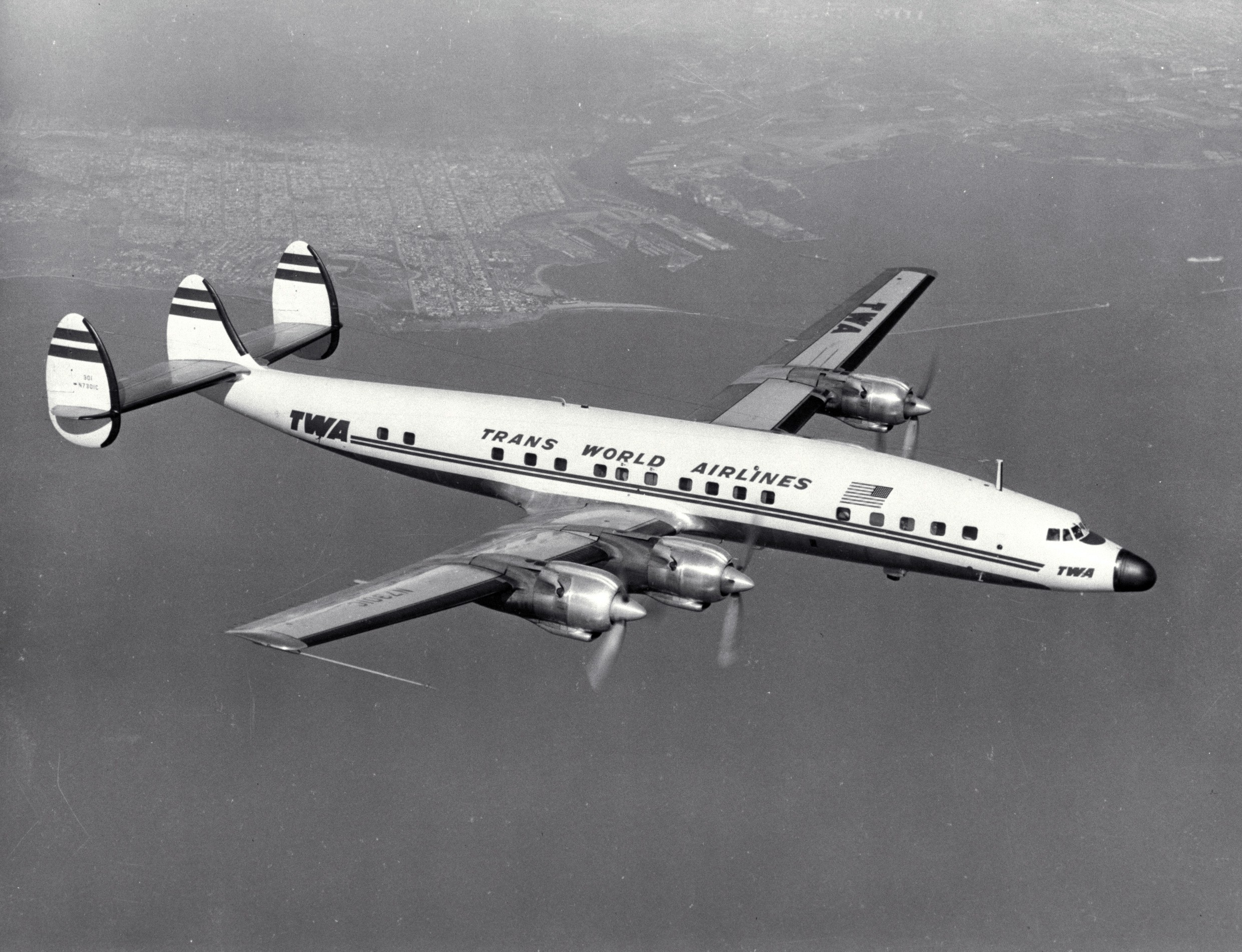 http://upload.wikimedia.org/wikipedia/commons/8/81/Lockheed_L-1649_Constellation_TWA.jpg