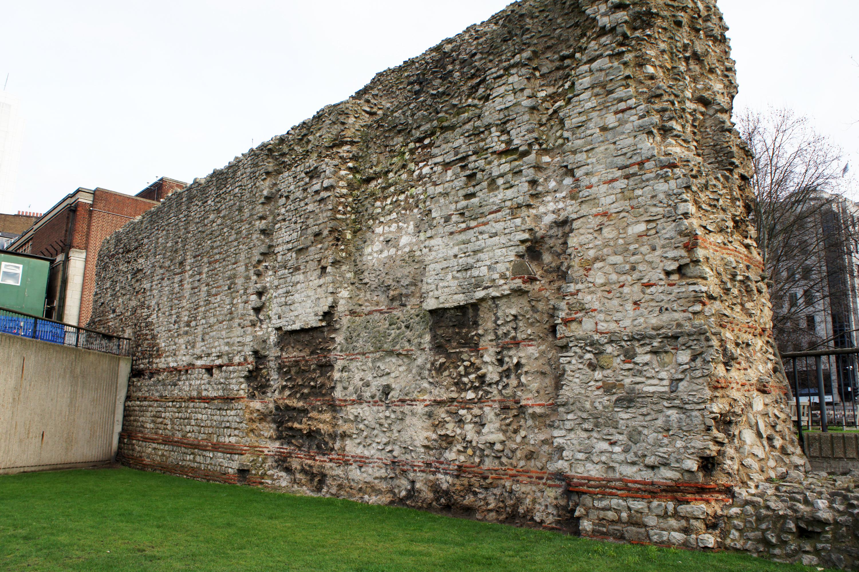 File:London 01 2013 Roman wall 5335.JPG - Wikimedia Commons