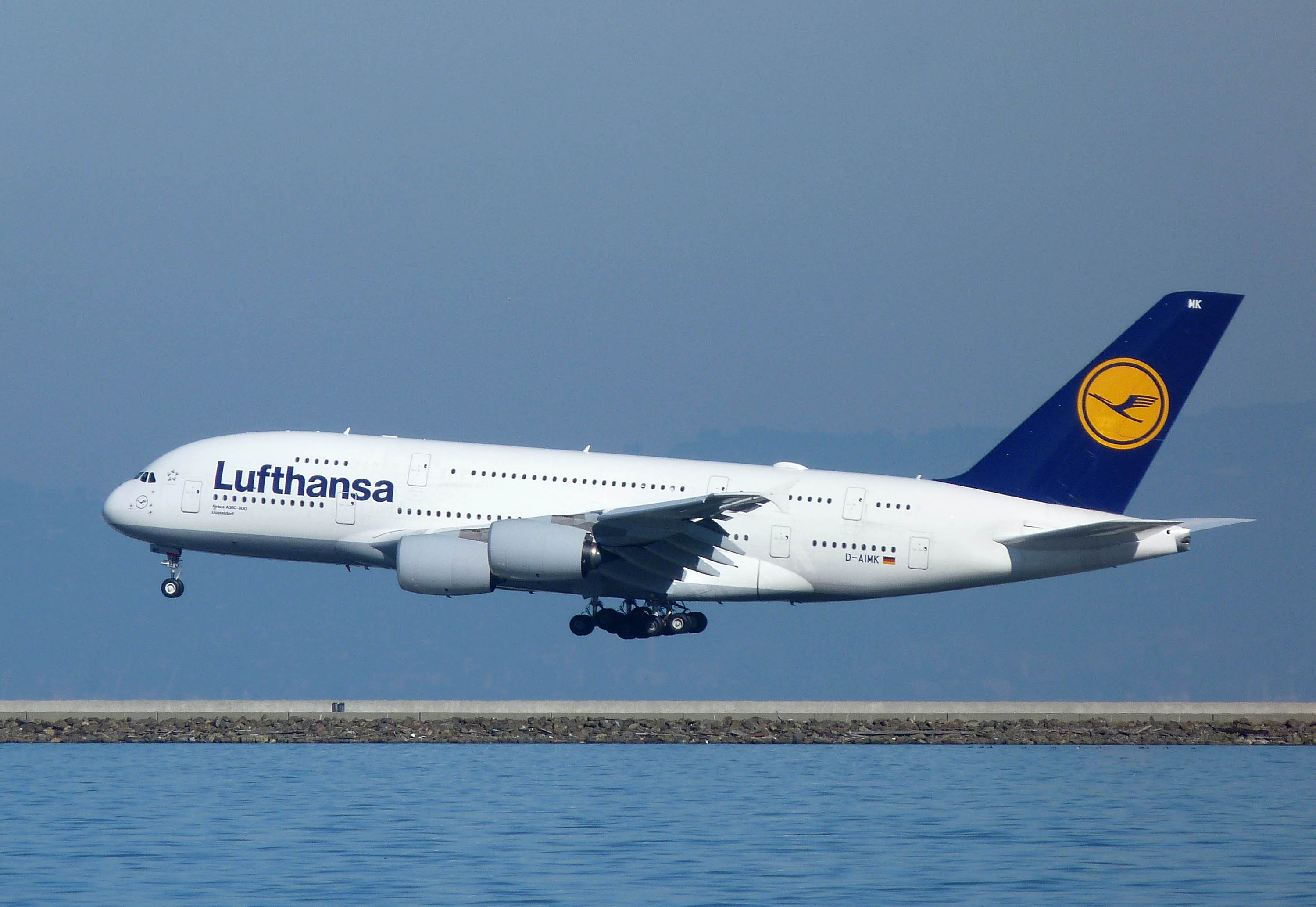 file lufthansa airbus a380 800 d wikimedia commons. Black Bedroom Furniture Sets. Home Design Ideas