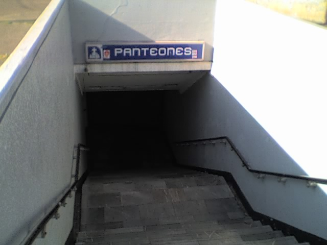 https://upload.wikimedia.org/wikipedia/commons/8/81/Metro_Panteones_Entrance.jpg