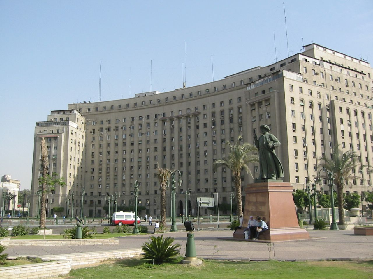 http://upload.wikimedia.org/wikipedia/commons/8/81/Modan_Tahrir_%282005-05-343%29.jpg