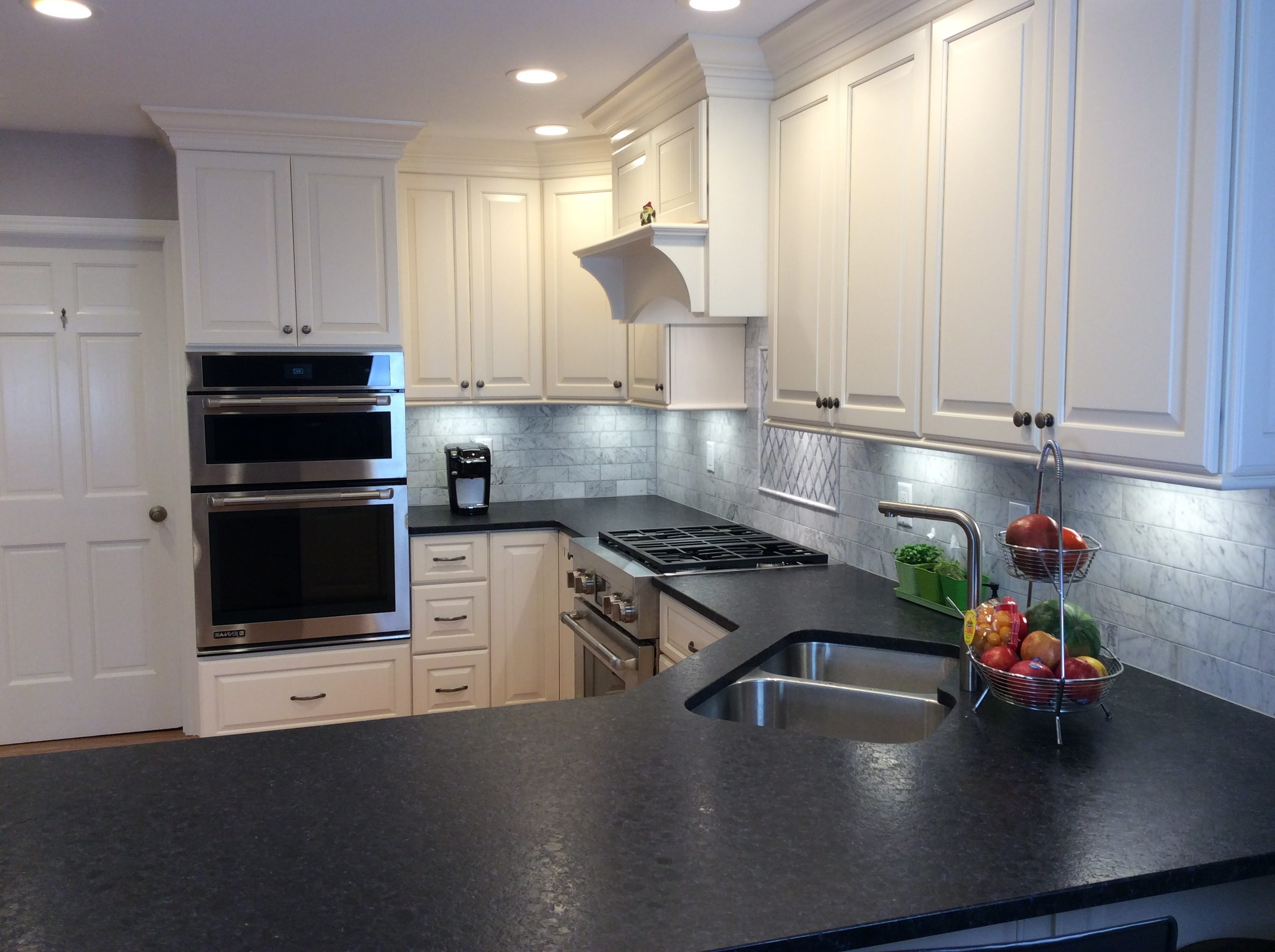 File:Modern Kitchen Design in the USA.jpg - Wikimedia Commons