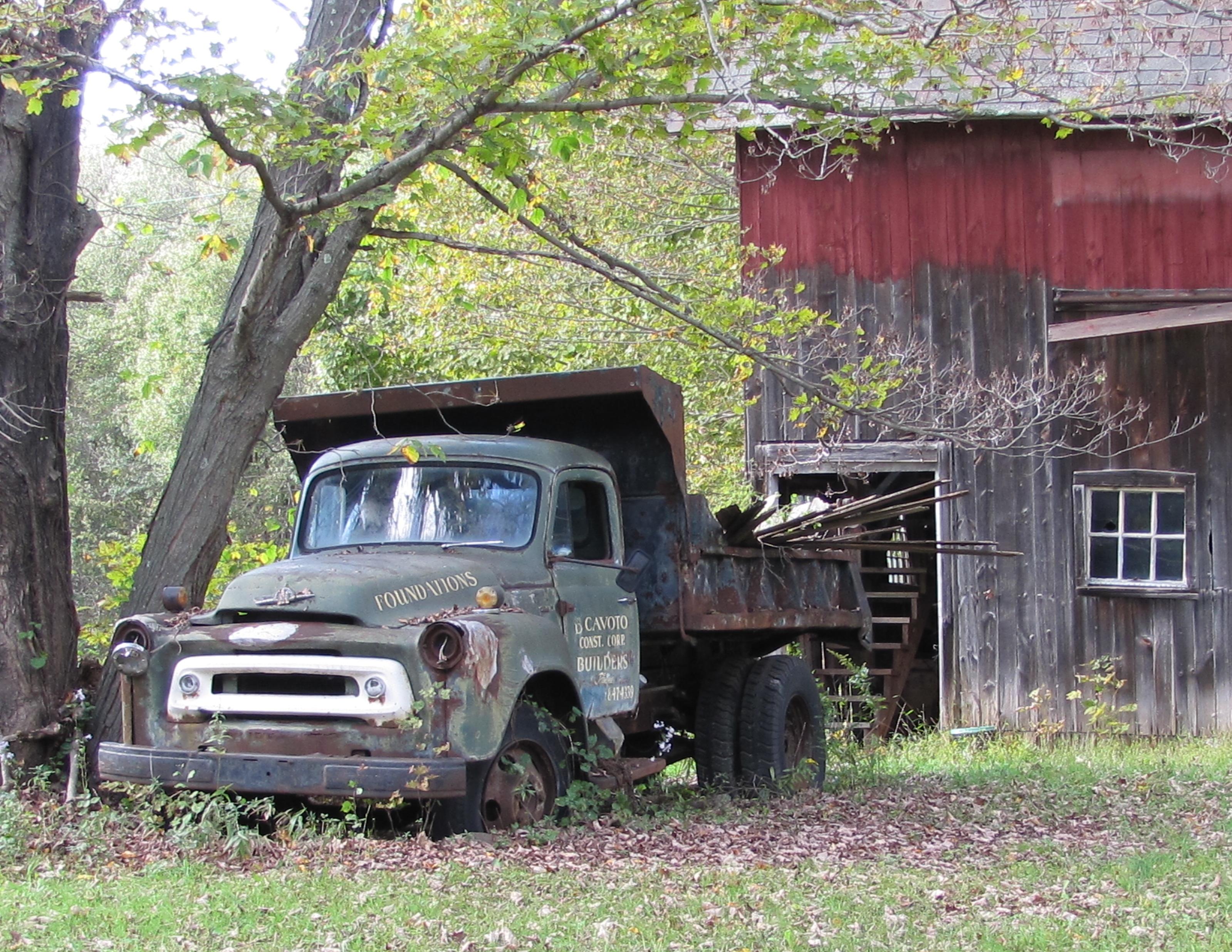 File:Monroe ct truck and barn.jpg - Wikimedia Commons