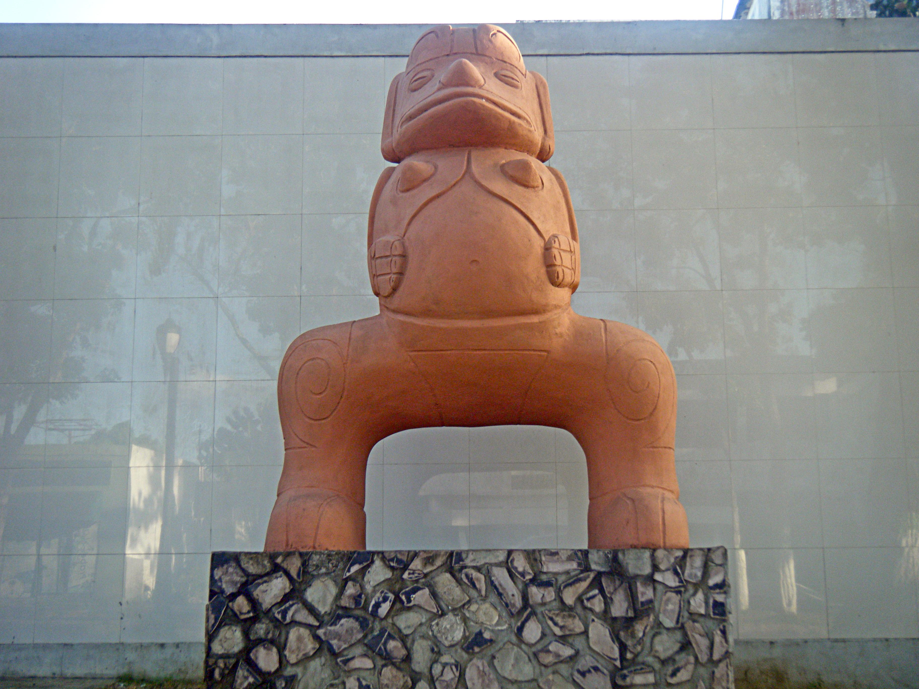 File Monumento De La Diosa De La Fertilidad En Maturin Jpg Wikimedia Commons