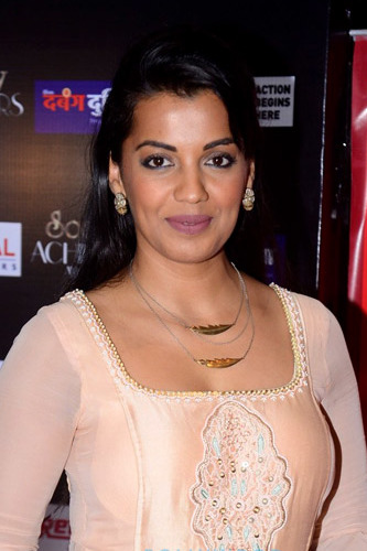 The 32-year old daughter of father (?) and mother(?) Mugdha Godse in 2018 photo. Mugdha Godse earned a  million dollar salary - leaving the net worth at 3 million in 2018