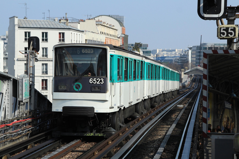 Nationale_(m%C3%A9tro_Paris)_MP73_n%C2%B