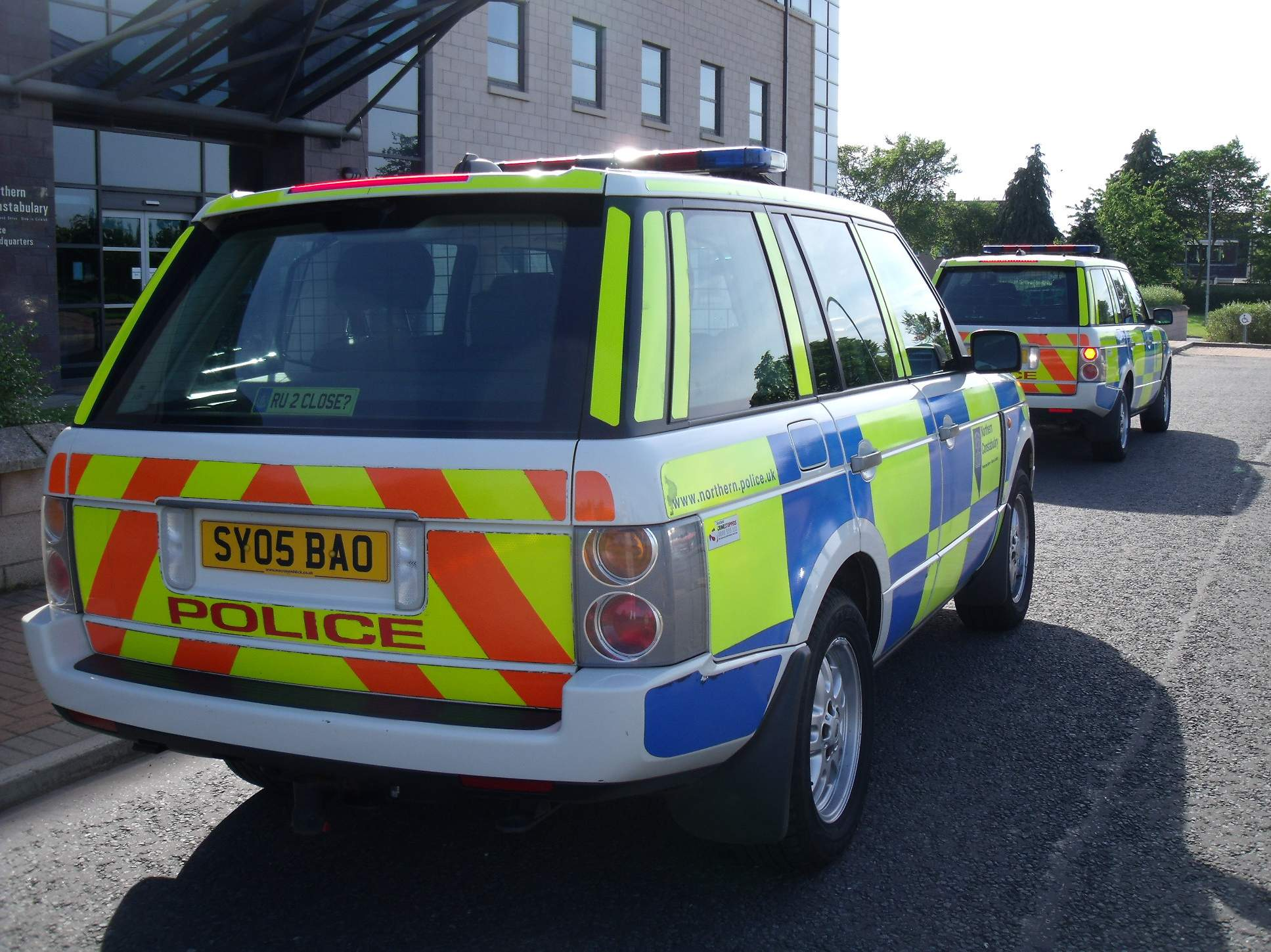 file northern constabulary 2 range rovers at police. Black Bedroom Furniture Sets. Home Design Ideas
