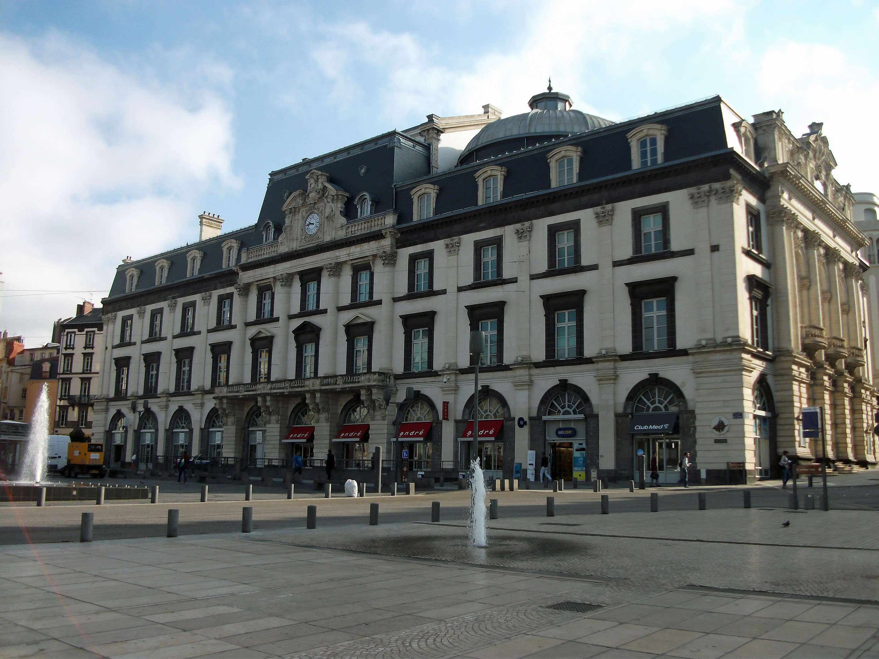 Rencontre Gay Angers (49000), Chat Gay & Annonce Homo