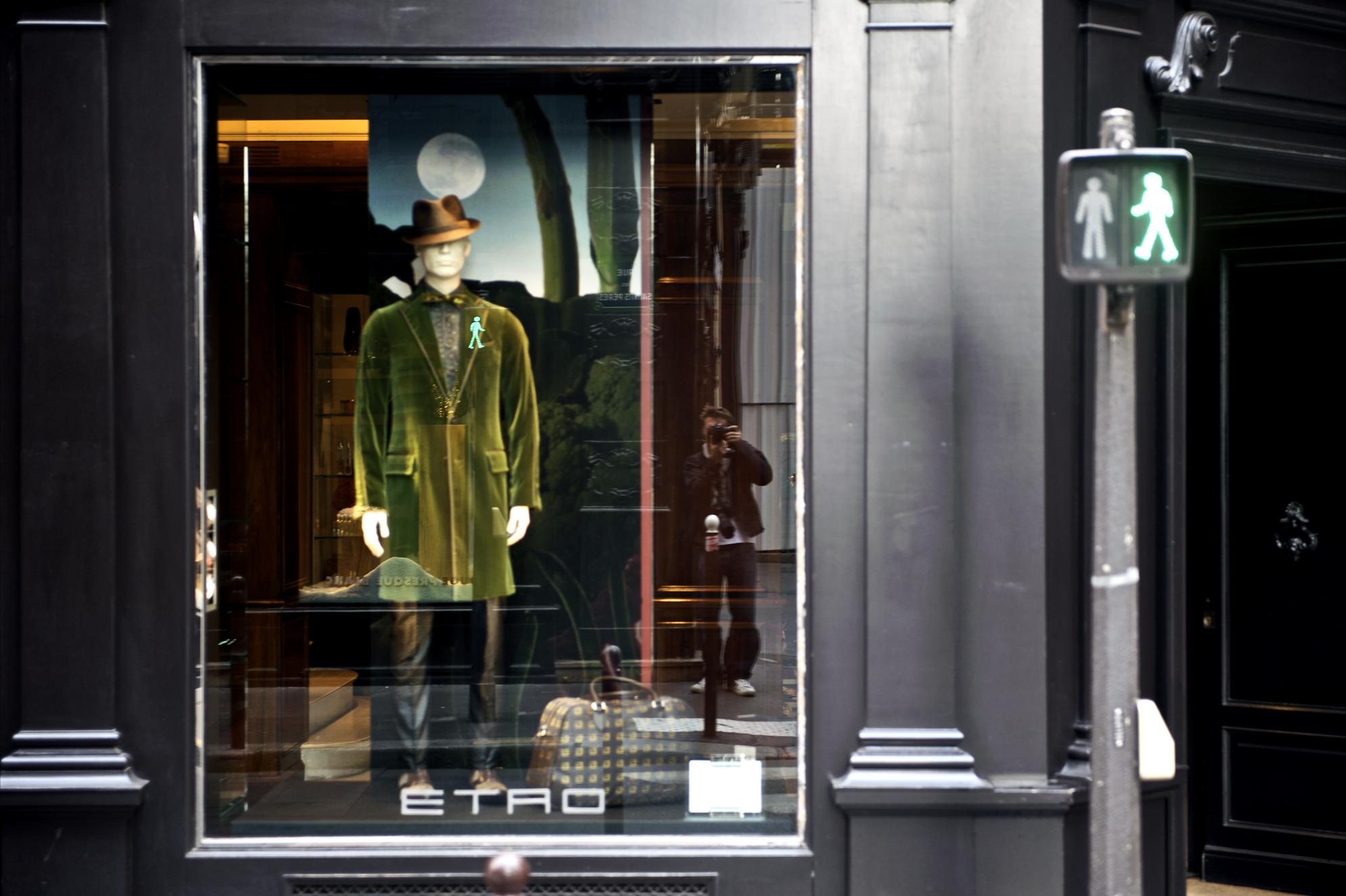 File:Paris 75007 Boulevard Saint-Germain no 177 shop window