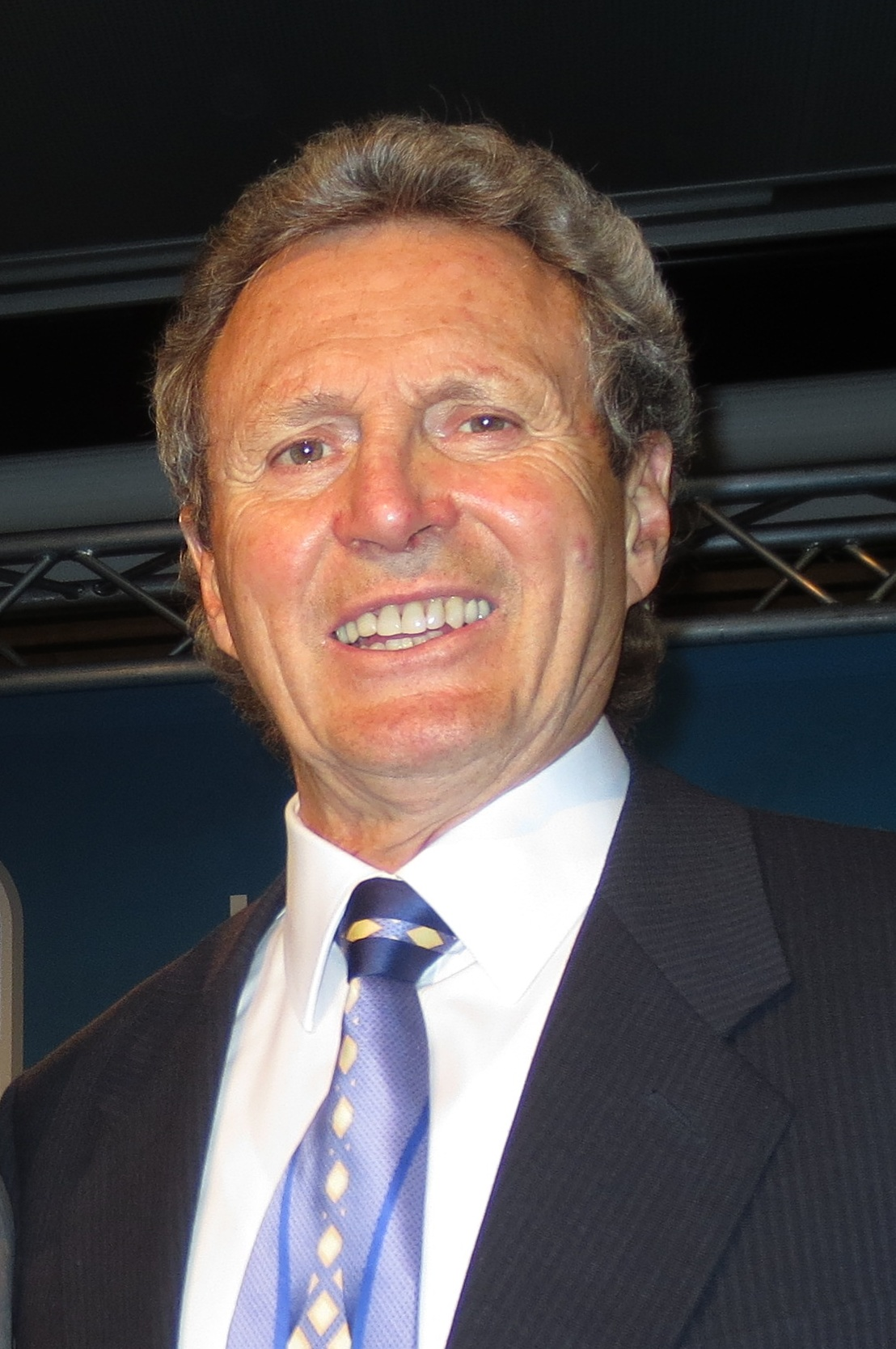 a biography of paul henderson a canadian former professional ice hockey player Bobby orr net worth is $35 million robert gordon bobby orr, oc is a canadian former professional ice hockey player, with a net worth of $35 million.