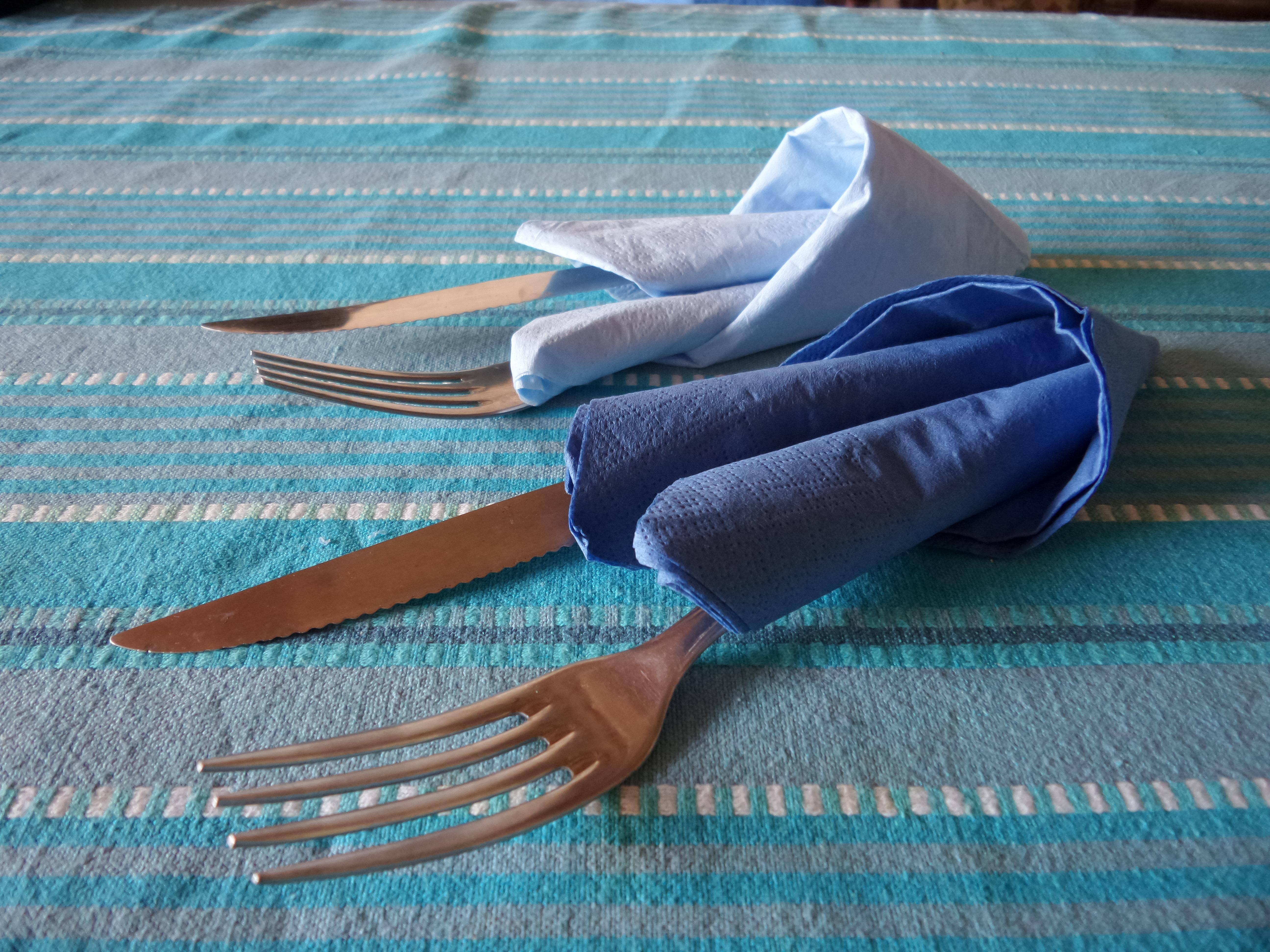 pliage serviette original latest pliage serviette table mariage dans les meilleures ides de la. Black Bedroom Furniture Sets. Home Design Ideas