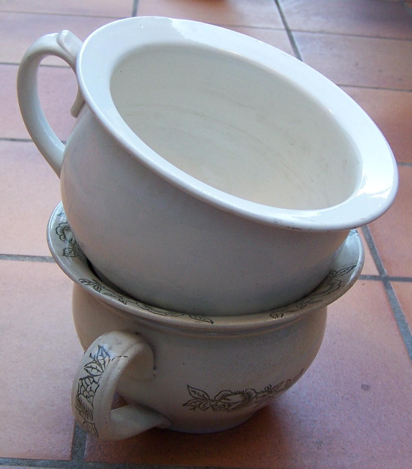 Pot de chambre — Wikipédia
