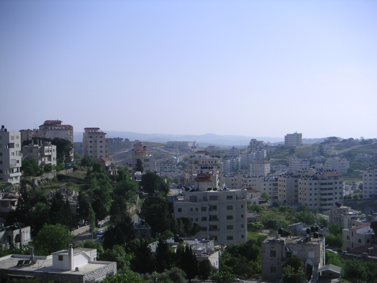 http://upload.wikimedia.org/wikipedia/commons/8/81/Ramallah4.JPG