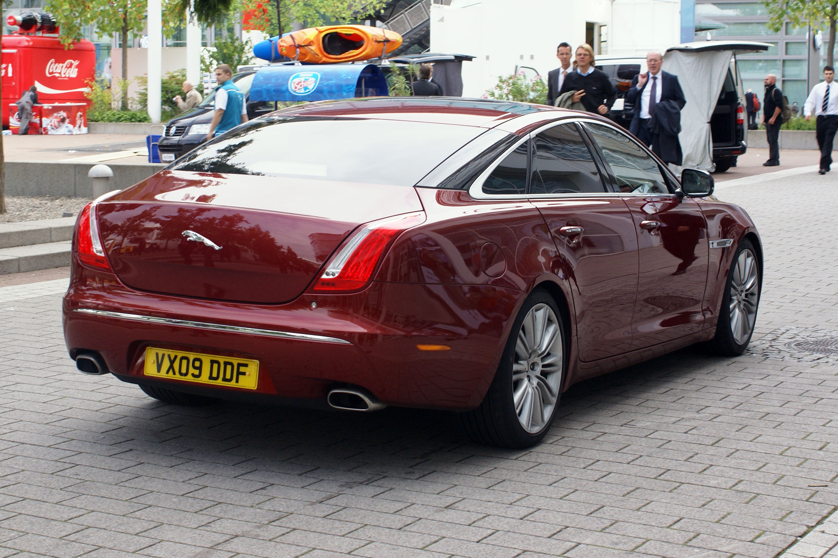 File red jaguar xj x351 jpg wikimedia commons