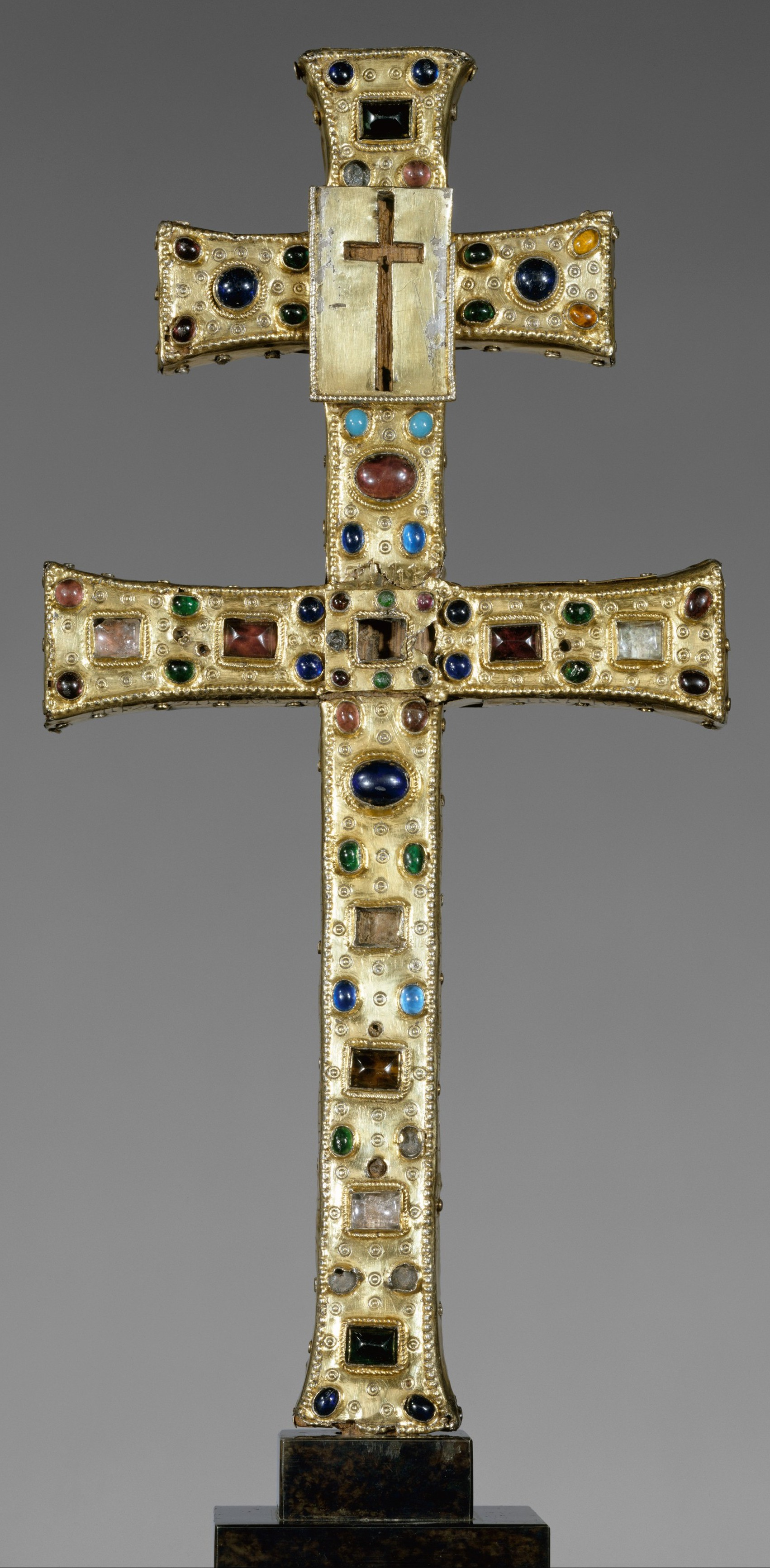 Reliquary Cross (French, The Cloisters).jpg