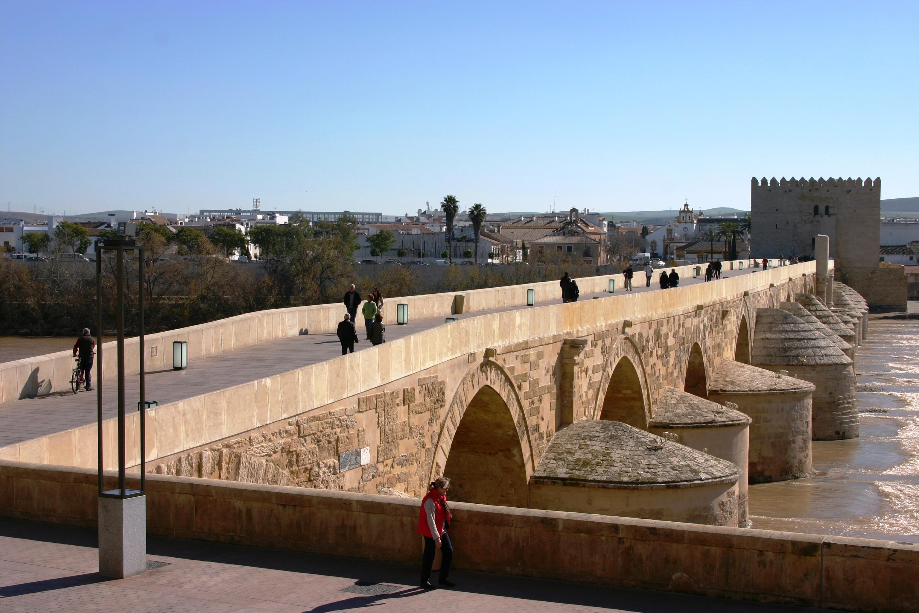 File:Roman bridge - Córdoba.JPG - Wikimedia Commons