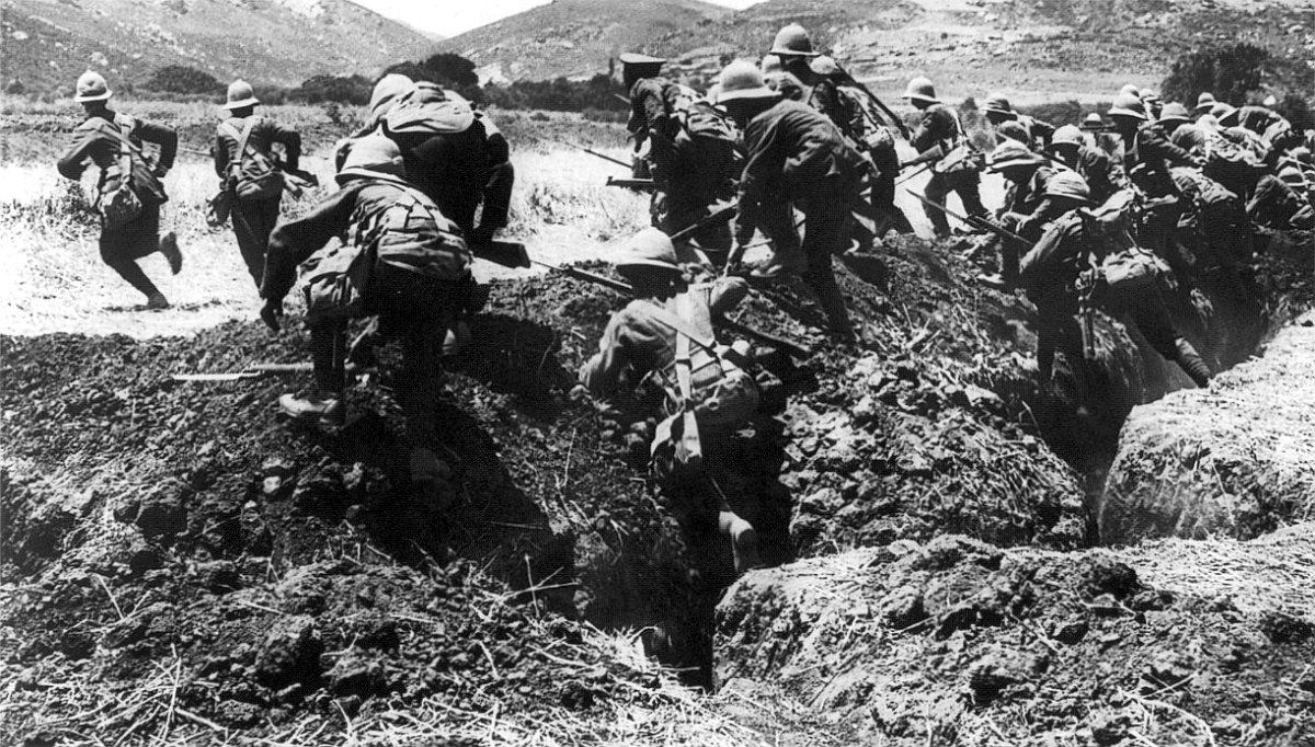 Britische Infanterie bei einer Übung auf der griechischen Insel Limnos für den späteren Angriff auf Gallipoli