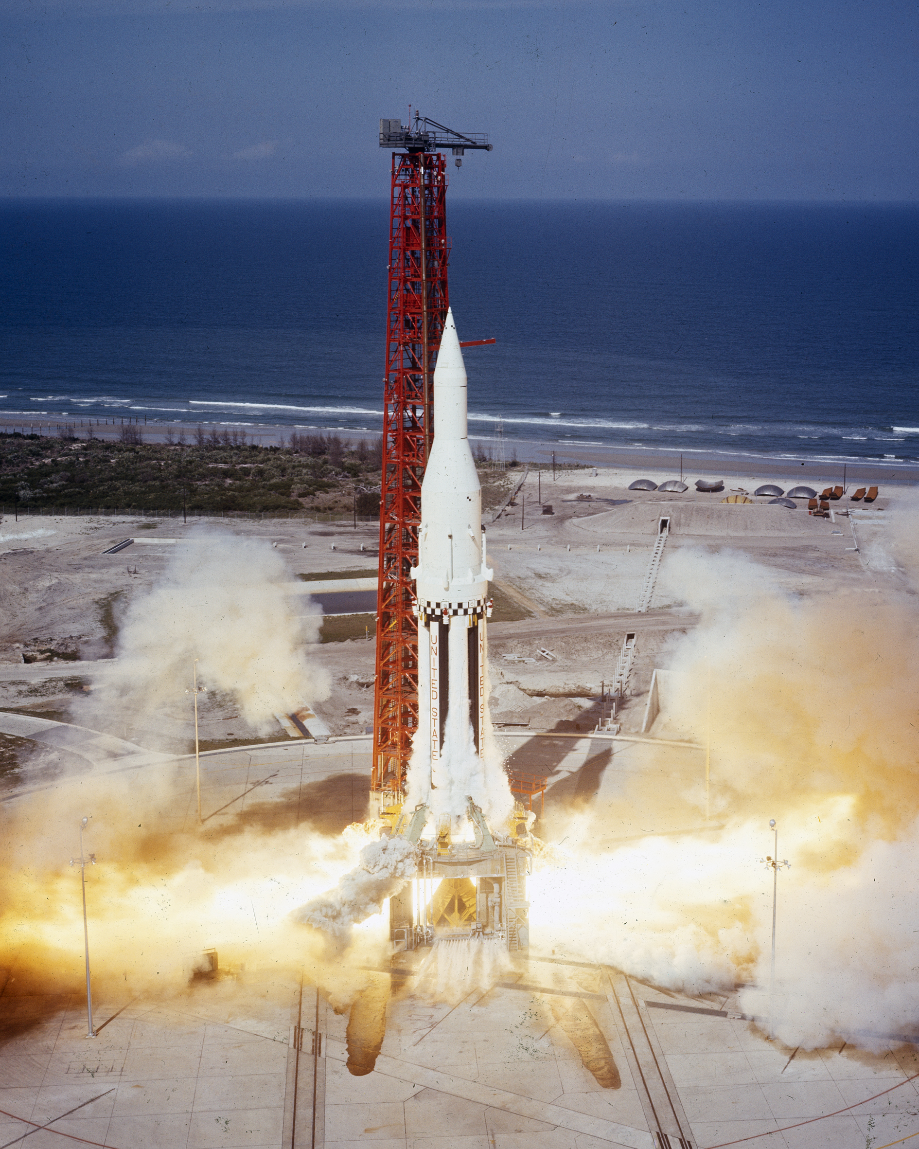 Saturn I SA-4 - 28.3.1963 Saturn-Apollo_4_launches_from_KSC_%28MSFC-6413722%29