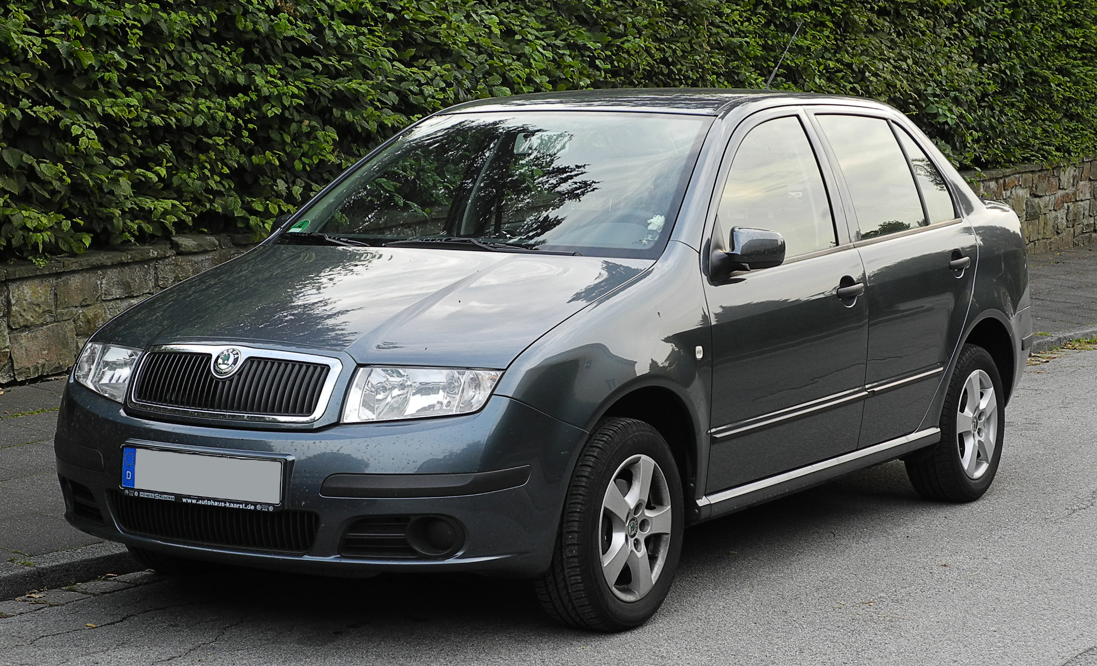 file skoda fabia sedan 1 4 16v i facelift frontansicht 15 juni 2011 w. Black Bedroom Furniture Sets. Home Design Ideas
