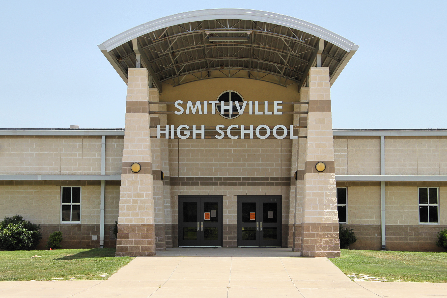 Smithville (TX) United States  City new picture : Smithville high school entry 2012 Wikimedia Commons